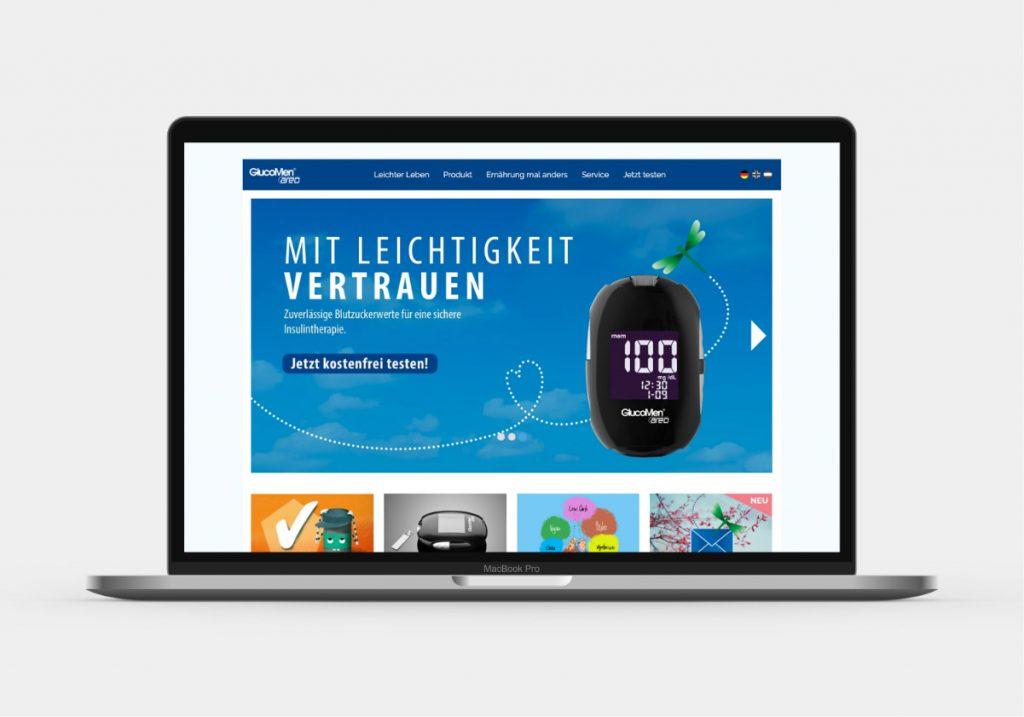 Ansicht der GlucoMen areo-Website auf einem Laptop, gestaltet von der Healthcare Agentur mcs