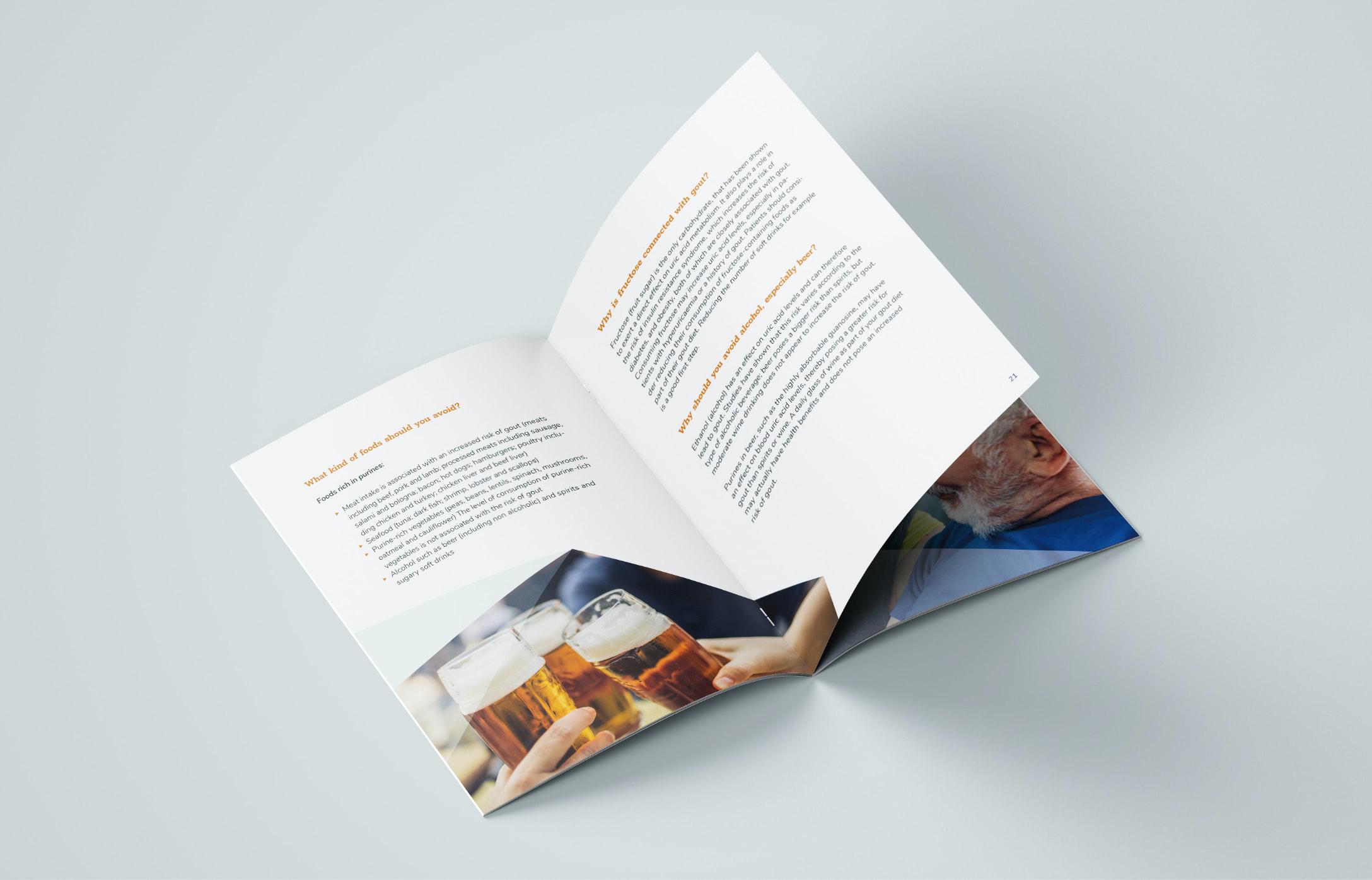 Aufgeklappte Gout Patient Brochure, gestaltet von der Healthcare Werbeagentur mcs